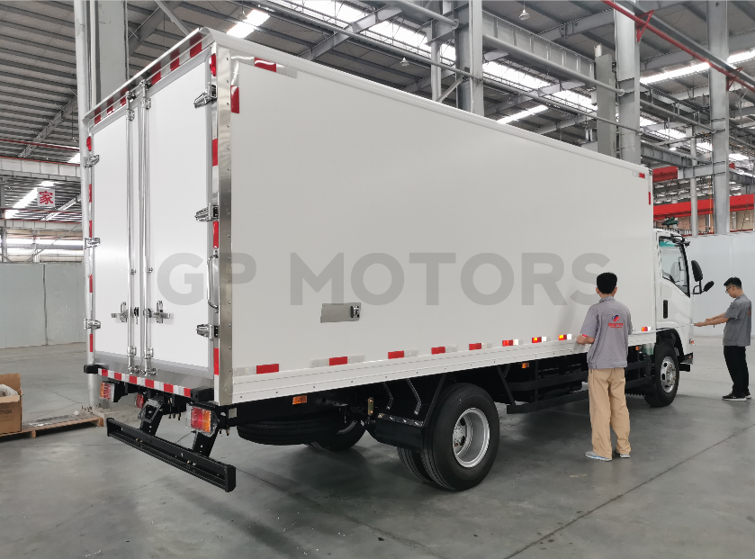 EURO IV ISUZU NPR 700P refrigerator truck
