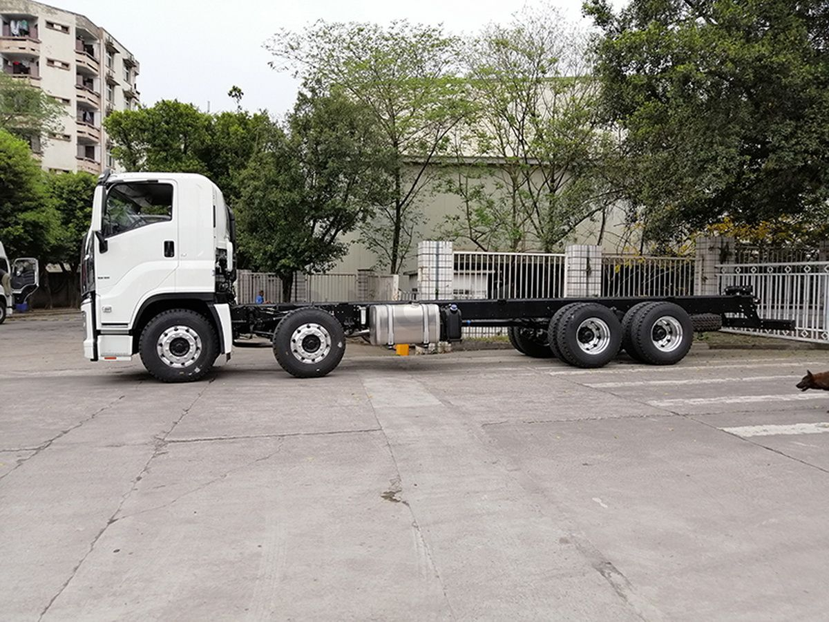 Isuzu GIGA VC61 8X4 cabin chassis truck
