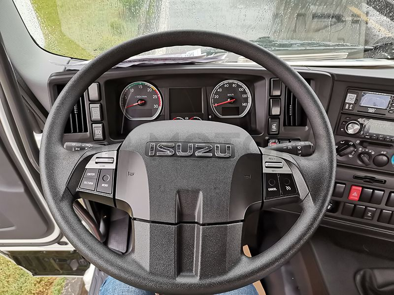 Isuzu GIGA VC61 4X2 cabin chassis truck